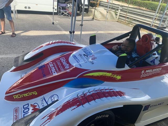 Primo successo stagionale per la scuderia RO racing. In Campania al Circuito del Sele, Saverio Miglionico ha  vinto il decimo Trofeo Super Challenge.