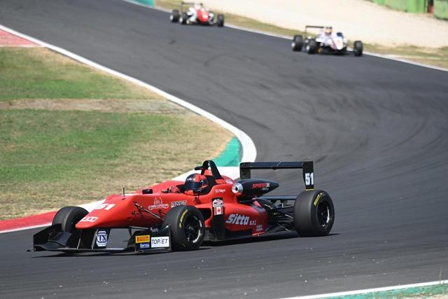 Pellegrini domina Gara 1 a Vallelunga nel Topjet F2000 Italian Trophy