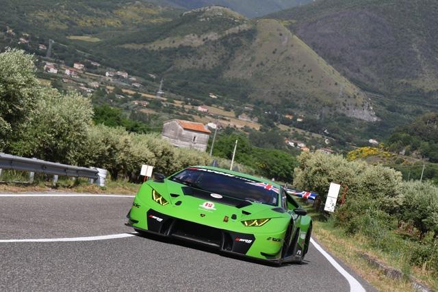 Lamborghini Huracan, Avon e Peruggini vincono e convincono nella quinta prova del Campionato Italiano Velocità Montagna a Morano Calabro.