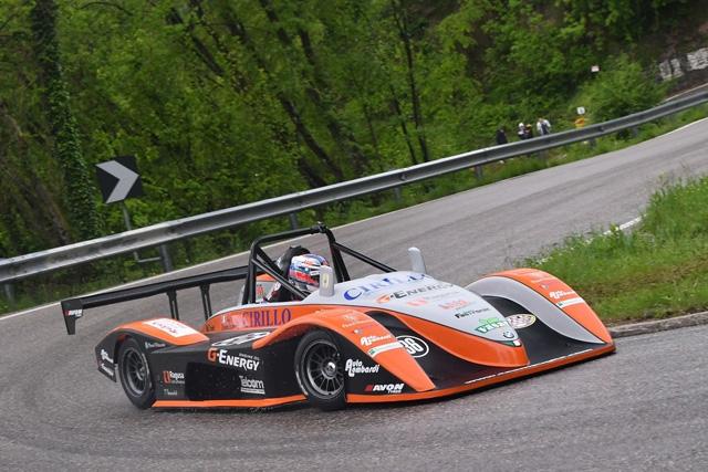 Aky Lombardi con la Osella PA21 JrB 1000 vince la classe (1000/1400) fra pioggia e nebbia alle Alpi del Nevegal (BL)