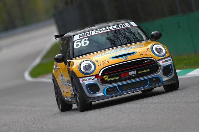 La squadra Corse Angelo Caffi e Silvia Simoni a Monza per l'ultimo round della MINI Challenge 2019