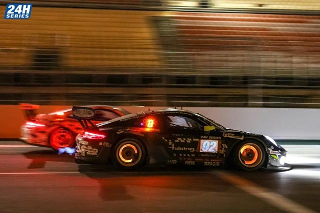 Herberth Motorsport si assicura i primi due posti del podio dopo una corsa da capogiro all'Hankook 24H BARCELONA