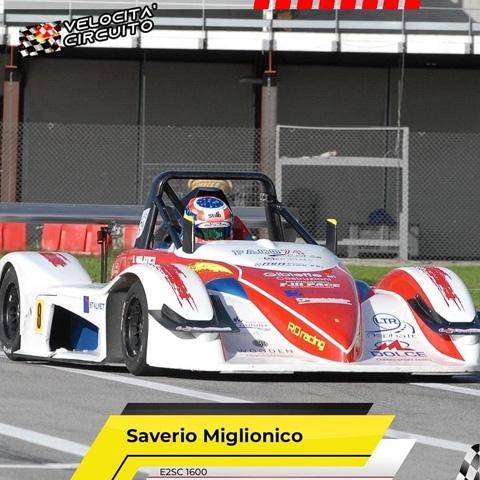 Il Circuito internazionale di Napoli ha portato bene agli alfieri della scuderia RO racing. Saverio Miglionico e  Jessica Scarafone si sono imposti nelle loro categorie.