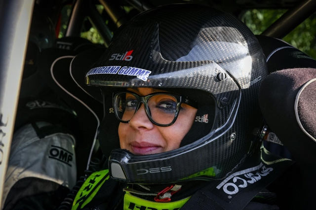 LORAN triplica gli sforzi: la direttrice Lorella riallaccia il casco e si mette alla prova nella IrCup 2020