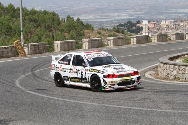 Alla 62ª Salita Monti Iblei il portacolori della Porto Cervo Racing Ennio Donato (Ford Escort Cosworth) vince la classe e chiude sul podio di gruppo. Sfida in Umbria nel weekend.