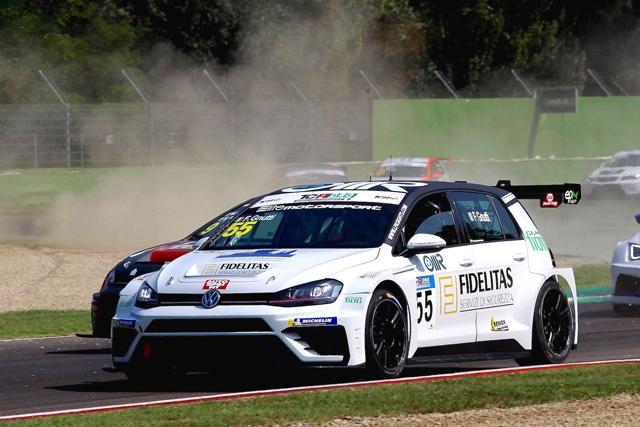 Elite Motorsport lotta ai vertici a Imola con le Volkswagen Golf TCR