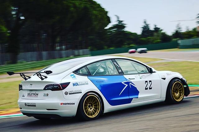 Con Lonati Caffi Reparto Corse si elettrizza anche Piero Longhi nella ESTC-Series