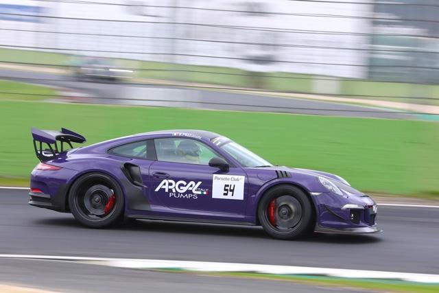 Il Porsche Club GT ai ferri corti a Vallelunga tra sole e pioggia