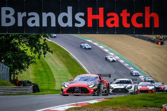 Fanatec GT World Challenge: titoli decisi nelle due gare al cardiopalma della Sprint Cup a Brands Hatch