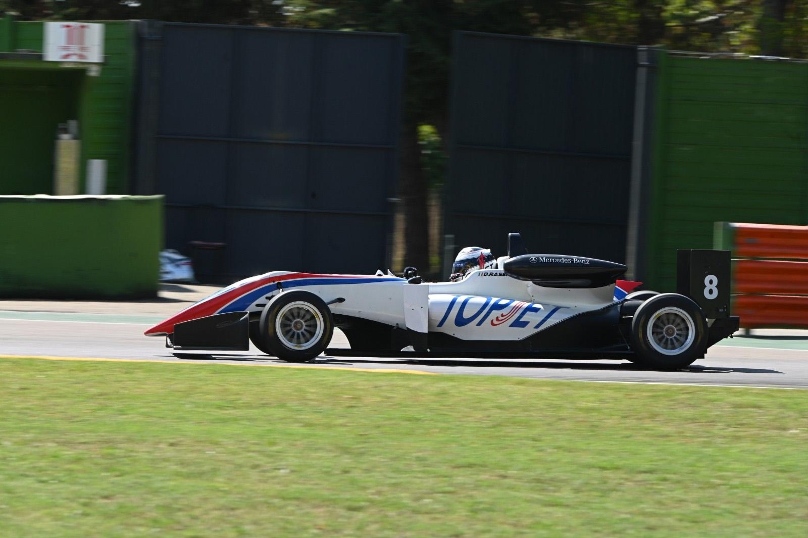 Papaleo a sorpresa vince Gara 1 del Topjet FX 2000 a Imola