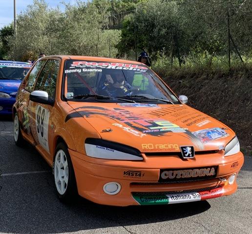 Guarino tiene alta la bandiera RO racing alla prima del tricolore Slalom.