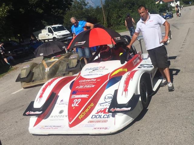 Fine settimana sugli scudi per la scuderia RO racing. I piloti del sodalizio di Cianciana hanno vinto, in Sicilia, il Rally del Tirreno riservato alle auto storiche e si sono ben comportati in Veneto alla 46^ cronoscalata dell'Alpe del Nevegal, valev