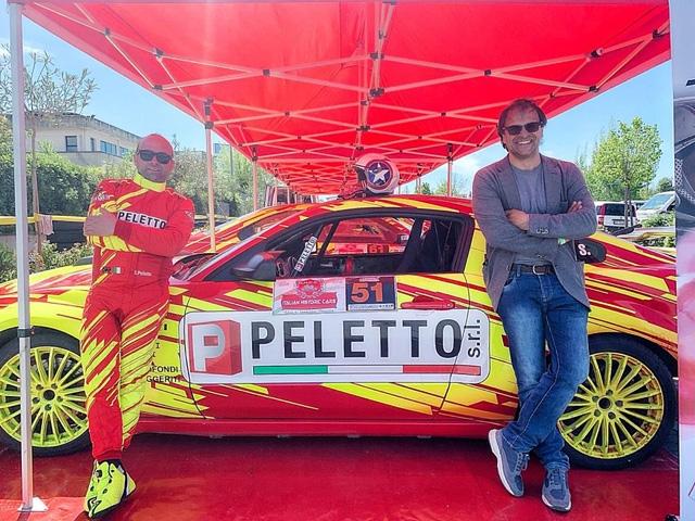 Stefano Peletto e Gloria Andreis in abitacolo insieme per la prima volta, al via del 4° Rally Il Grappolo su Peugeot 208T16 seguiti da Paolo Andreucci e Anna Andreussi.